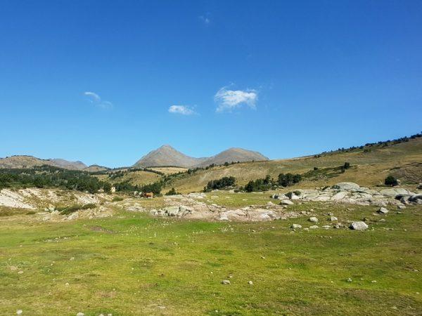 Randonnée : au sommet du Petit Péric dans les Pyrénées Orientales