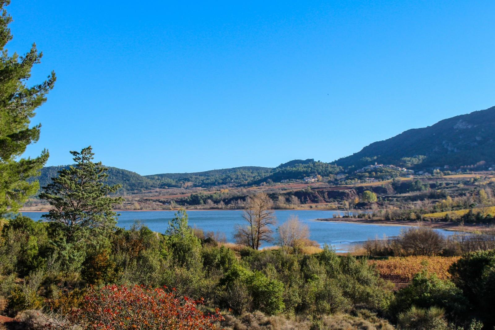 insolite lac salagou