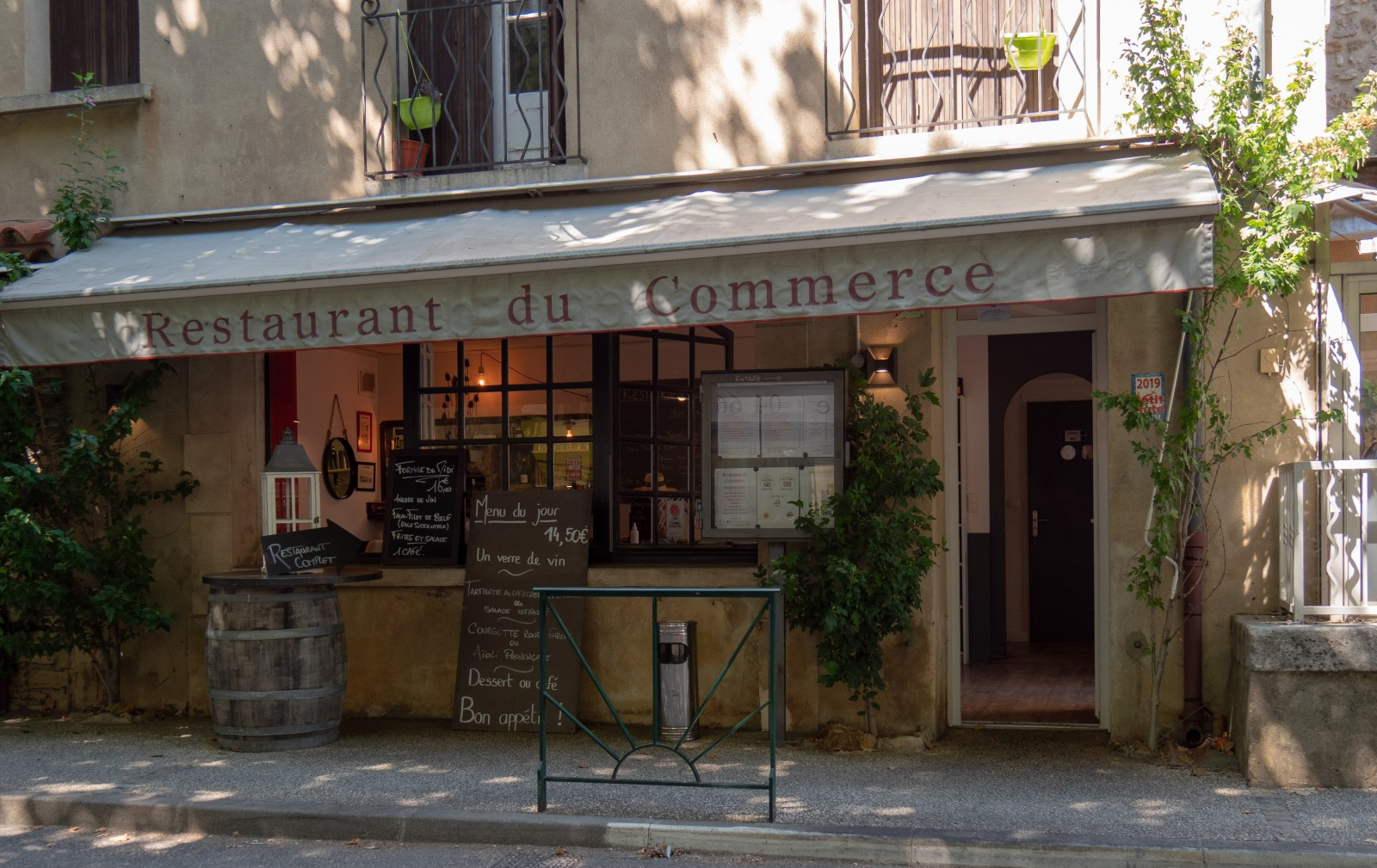 restaurant commerce Goudargues